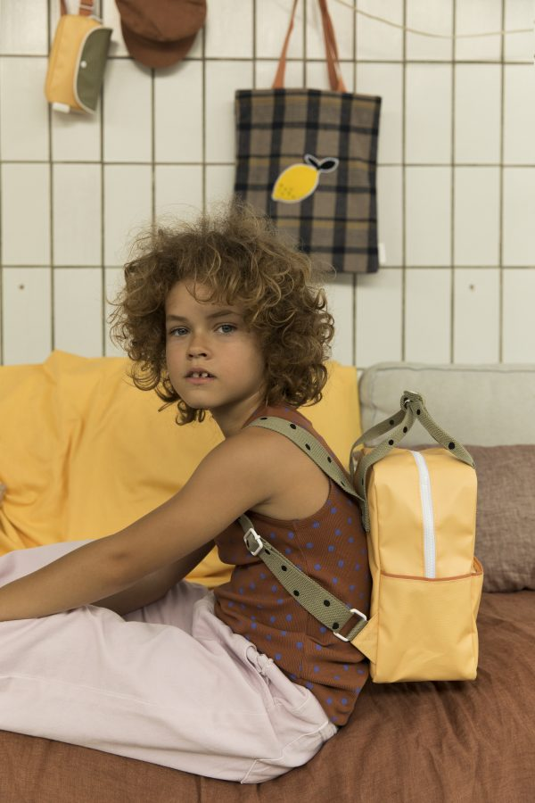 1801642 – Sticky Lemon – backpack small – freckles – retro yellow + seventies green – style shotDFH